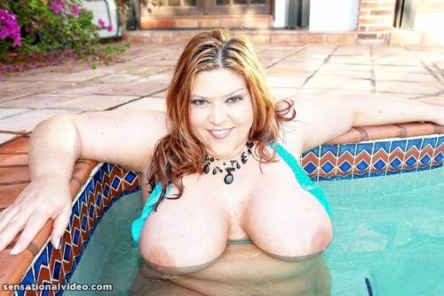 Eden 38DD – PLUMPERSATPLAY-Pool Love