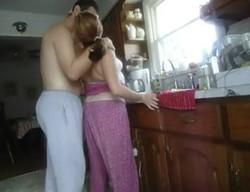 شرموطة فى المطبخ جوزة يدخل عية وينكة فى طيزة على الواقف اثارة شديدة
