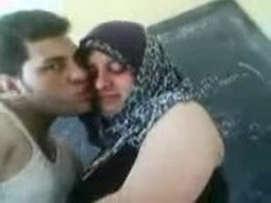مدرسين فى الفصل مع شرموط محجبة يقلعة ويقفش فية  ويبعبص فية
