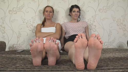 Nikki & Tiffany - barefoot teasing Full HD