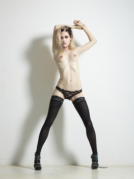Kristen Stewart topless photo shoot for V magazine UHQ