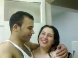 سكس مصرى فاجره جسمها كورباج تقوله انا همشي بدرى عشان جوزى ويقلعها وتدلعه نيك