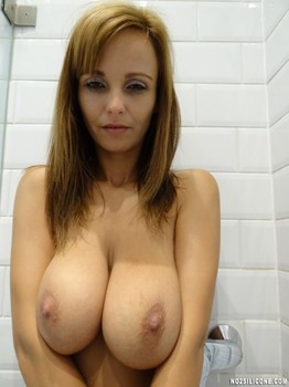 Hot MILF Stella with huge natural tits maked