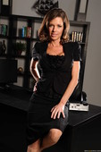 Veronica-Avluv-Office-4-Play-I-s6s5a50y1b.jpg