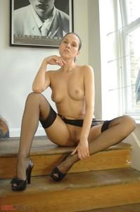 Susanna-On-Business--a6qjfgwhk2.jpg