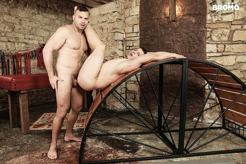 BroMo – Used Muscle (Peter One & Dee) Bareback